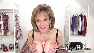 Lady Sonia uses her toys to see audio great tits - 6:21