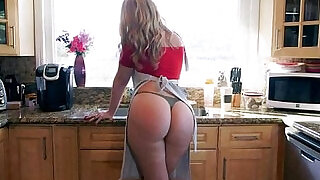 5:00: Lovely blonde Alexis Texas with classy fat butt