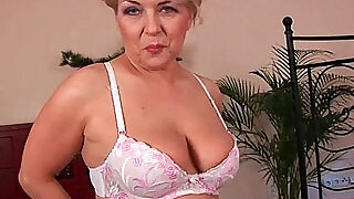 Busty granny is toying her fuckable pussy - 5:00