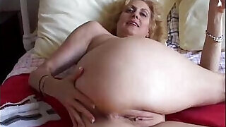 5:00: Cougar fucks pussy and ass