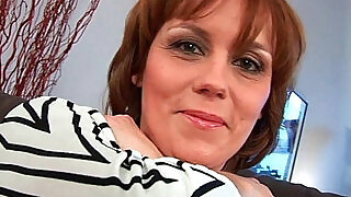 Mature gives her hairy pussy a treat - 25:00