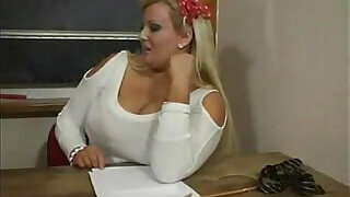 16:00: BBW Extra Large Collage Teacher