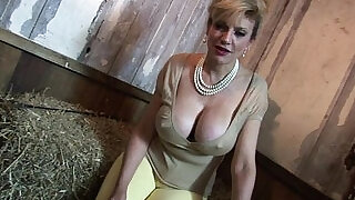 11:00: Lady sonia the young man wants to cum in my mouth