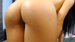 6:00: perfect ass huge tits blonde babe on webcam more babes