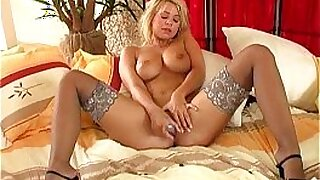 5:52: Busty blonde shaves her bald pussy in her hand